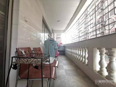 成龙步行街 成龙花园 4室2厅2卫 173平米 售130万